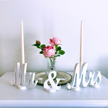 Mr and Mrs sweetheart table wedding sign in white cursive lettering. Wedding table decor at the victorian belle venue in portland oregon.