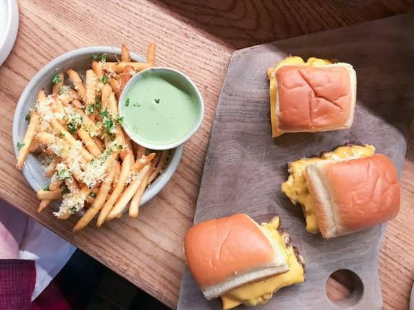 canard steam burgers with garlic fries