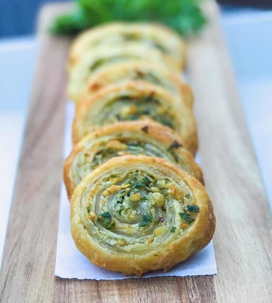 easy puff pastry recipe idea for a party with garlic