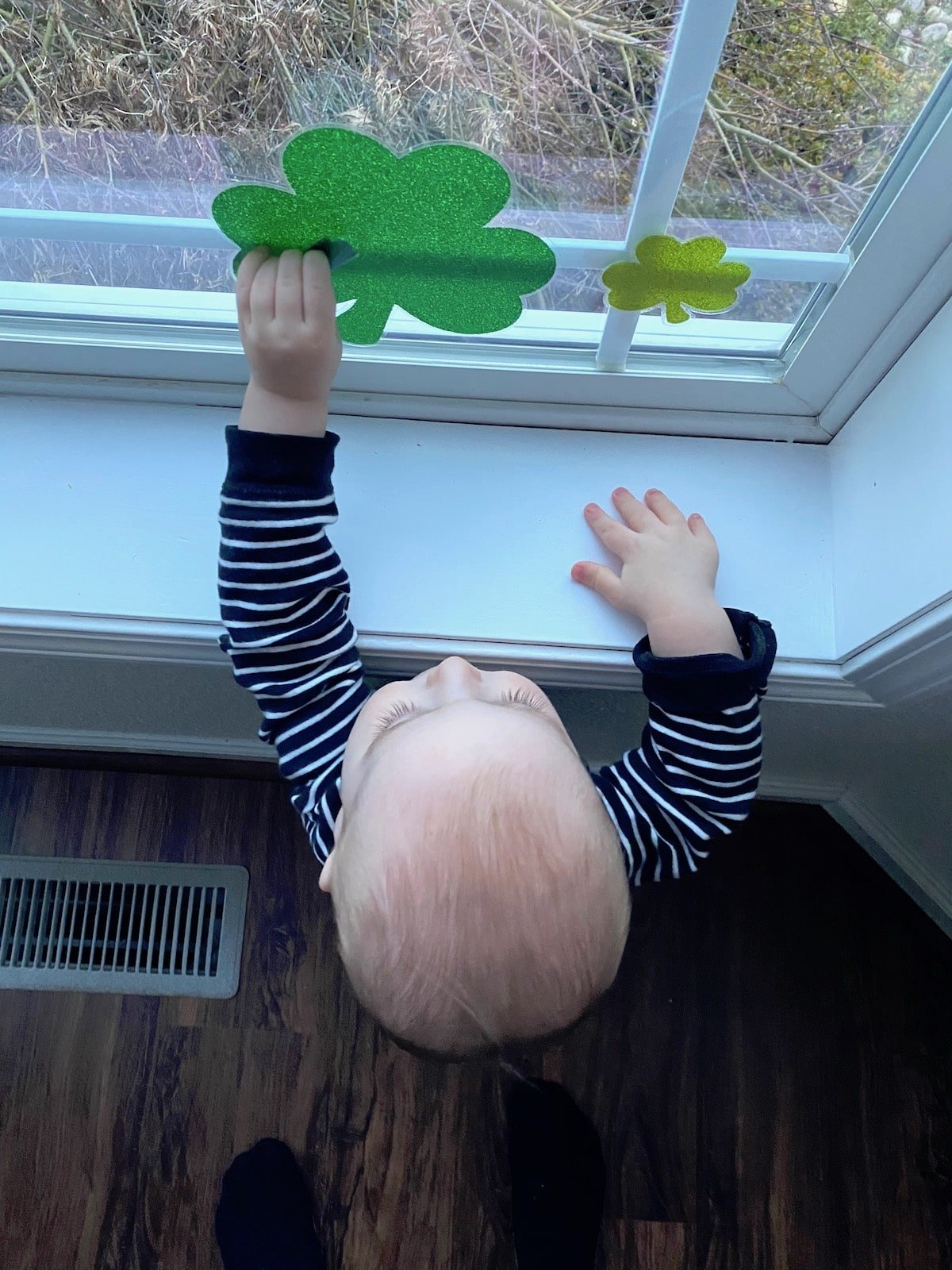 Simple Window Decorations For St Patrick's Day