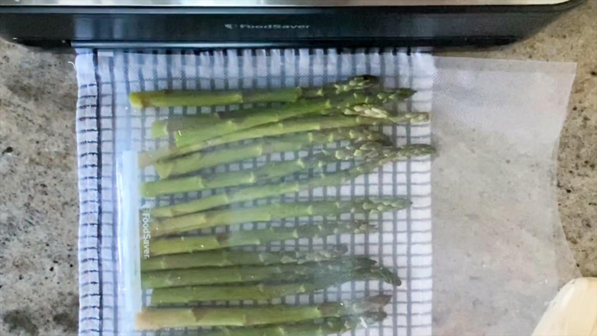 seasoning asparagus before vacuum sealing it