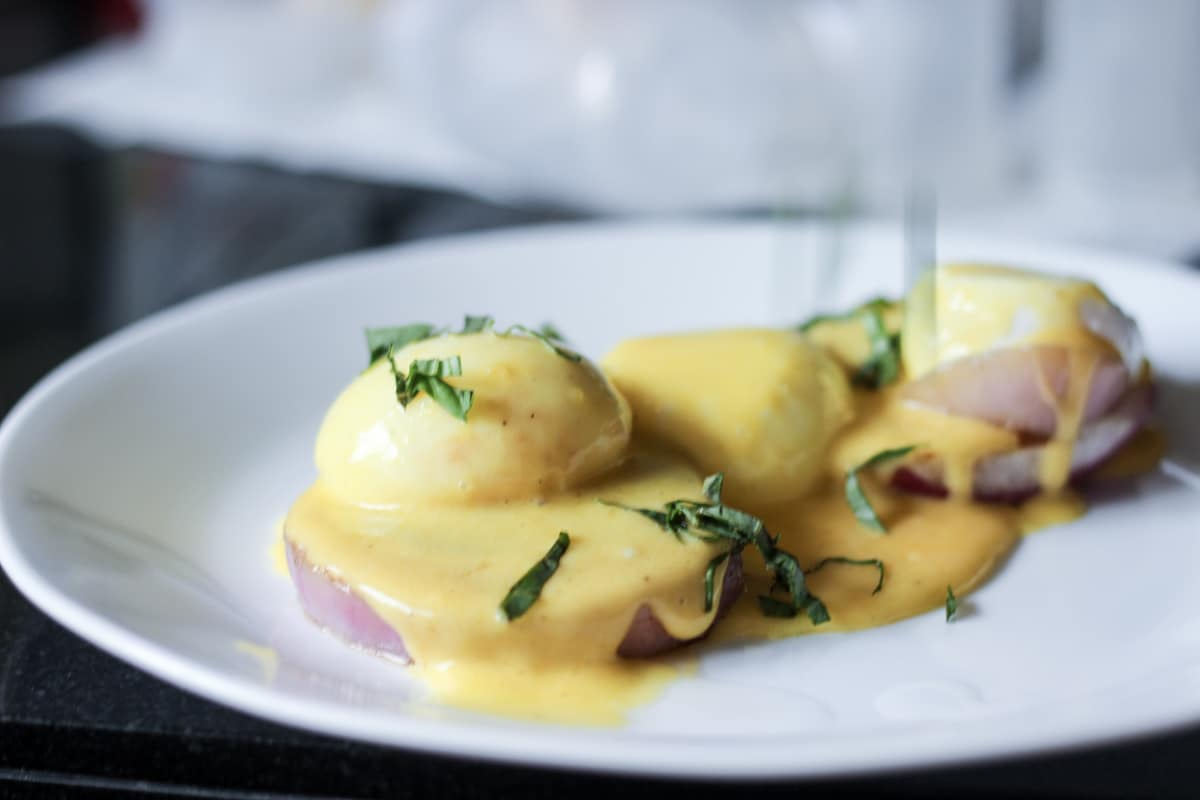 sous vide poached eggs and hollandaise sauce on grilled onion