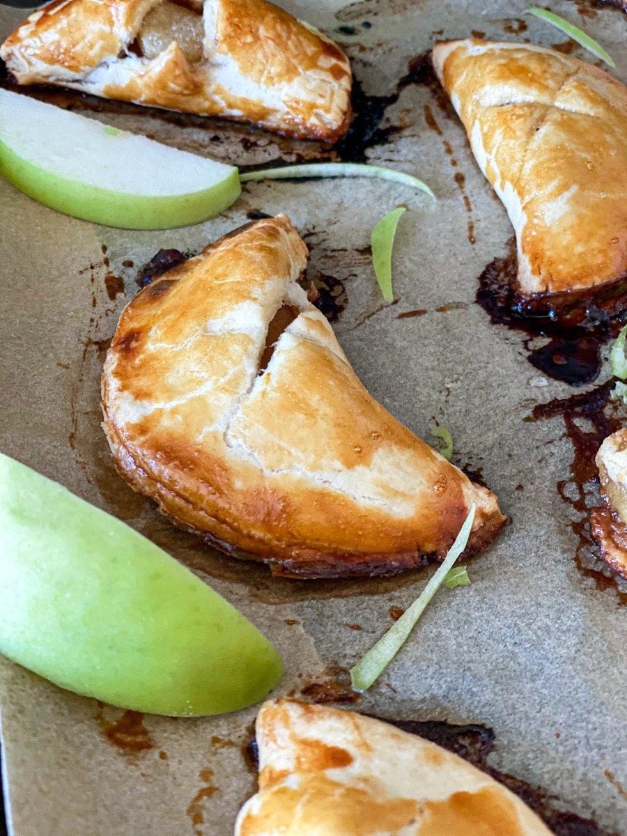 baked mini apple pie turnovers