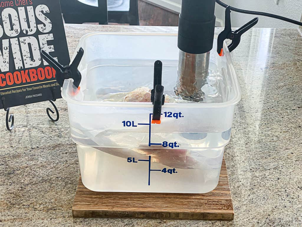 sous viding sous vide boneless chicken thighs in water